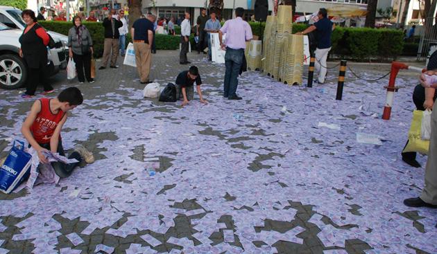 parayı havaya saçtı ile ilgili görsel sonucu